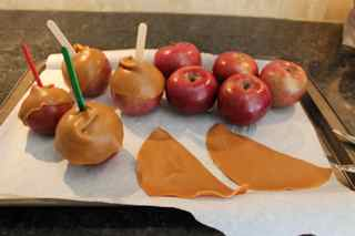 fall-inspired-carmel-apples-wrap-HappyandBlessedHome