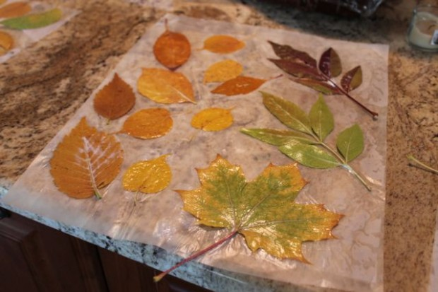 step-4-fall-wreath-from-real-leaves-HappyandBlessedHome.com