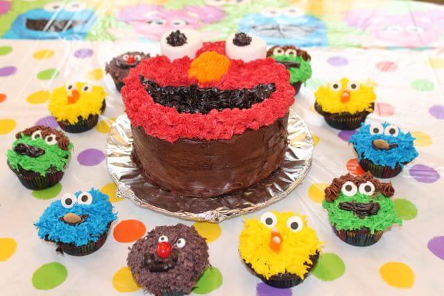 Sesame Street Birthday Party Decorations Cupcakes and Elmo Photo Copyright 2014 HappyandBlessedGome.com