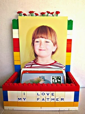 Lego_Card_Holder_and_Picture_Frame_thumb[2]