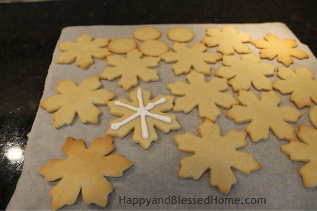 Start with simple lines to create the Snowflake Cookie Recipe and Cookie Decorating Tutorial HappyandBlessedHome.com