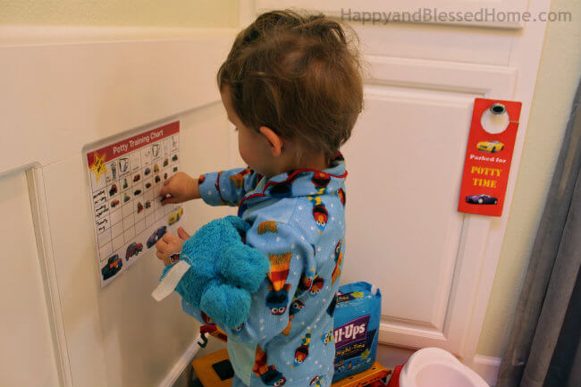 10 Potty Training tips that work with Free Printable Potty Training Charts and Huggies Pull-Ups Training Pants from HappyandBlessedHome.com