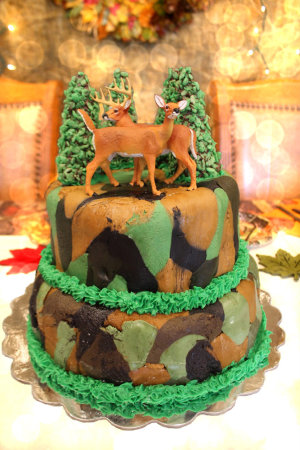 Bokeh Inspired Choclolate cake with Camo Frosting and Deer HappyandBlessedHome.com