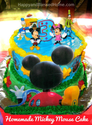 Rect-Homemade-Mickey-Mouse-Cake-Close-Up-Bokeh