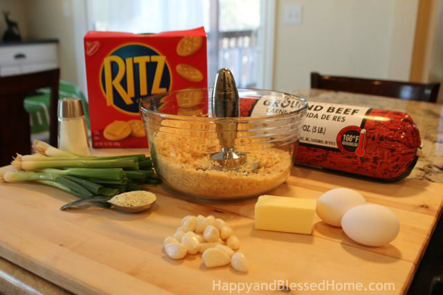 The Perfect Party Plan for the Big Game with Ritz® Cracker Meatballs and FREE Football Party Printables - Crushing Breadcrumbs from HappyandBlessedHome.com