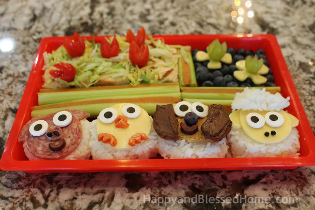Farm Animals in Bento Boxes with FREE Printable Placemats from HappyandBlessedHome.com