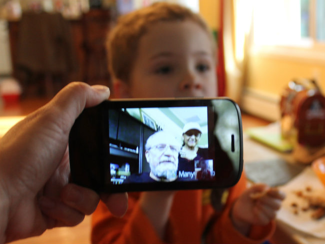 5 Free and Fun Ways to Keep in touch with family using your smart phone or iphone Using Google Hangouts