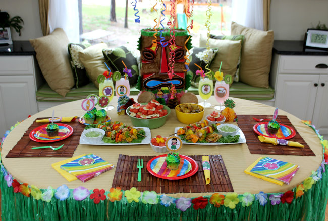 Great ideas for a summer luau or Hawaiian themed party including easy recipes for summer fun! Party ideas and recipes by HappyandBlessedHome.com