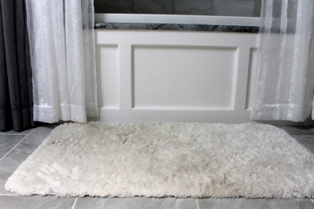 Bath mats by the tub get dingy with dirt photo copyright 2015 HappyandBlessedHome