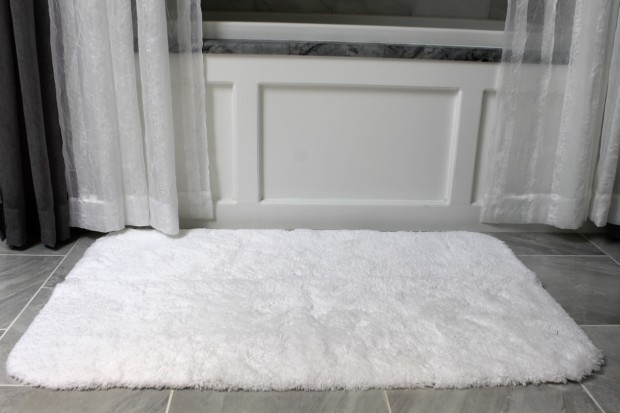 Clean white bath mats with Clorox Bleach Crystals photo copyright 2015 HappyandBlessedHome