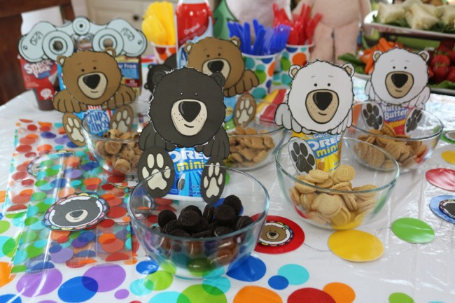Nabisco Go-Packs make great crafts and bear hunt snacks - recipe and printables from HappyandBlessedHome.com