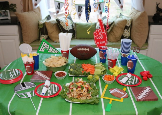 Everything you need for a fun football party - including free printables!
