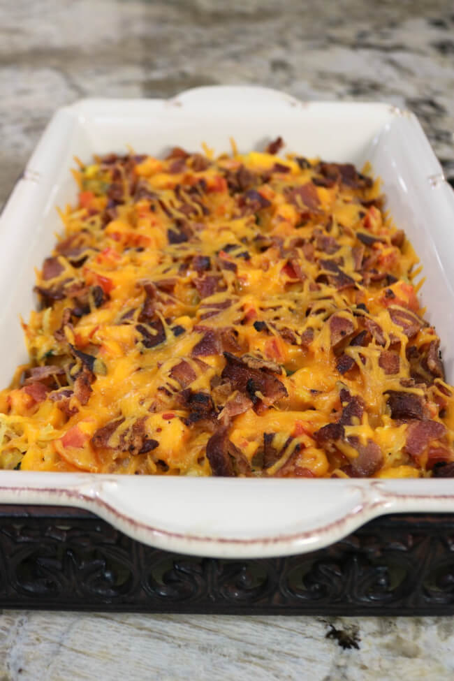Delicious and perfect for guests - Hash browns, Eggs and Bacon Breakfast Casserole