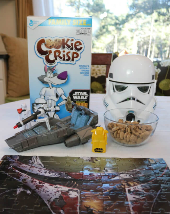 Droid Viewer B-U4D with a scene from Star Wars The Force Awakens in specially marked General Mills Cereals