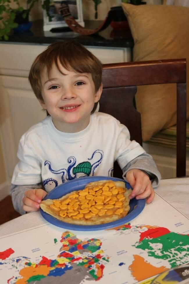 Kid fun with this tasty Goldfish cracker inspired flat bread sandwich