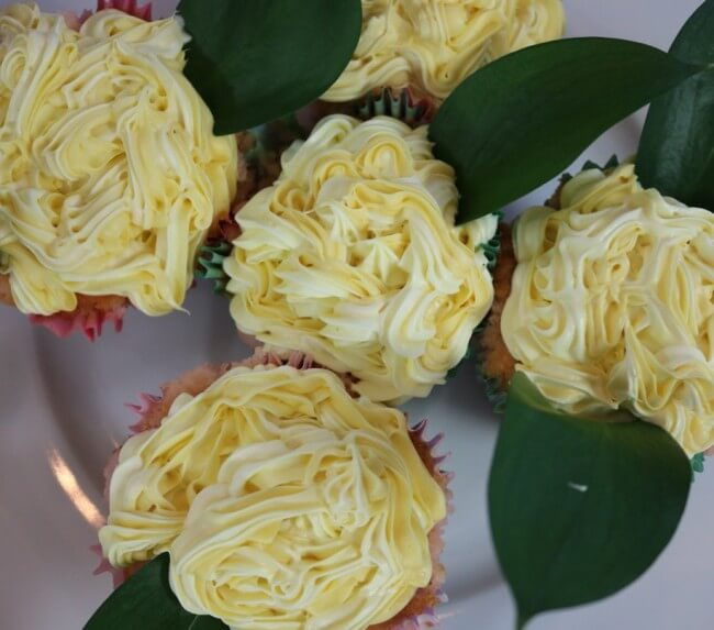 FREE Easter Party Decorations and Pink Champagne Cupcakes Recipe with tips on creating floral cupcakes