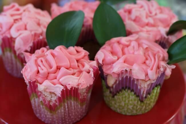 FREE Easter Party Decorations and Pink Champagne Cupcakes Recipe