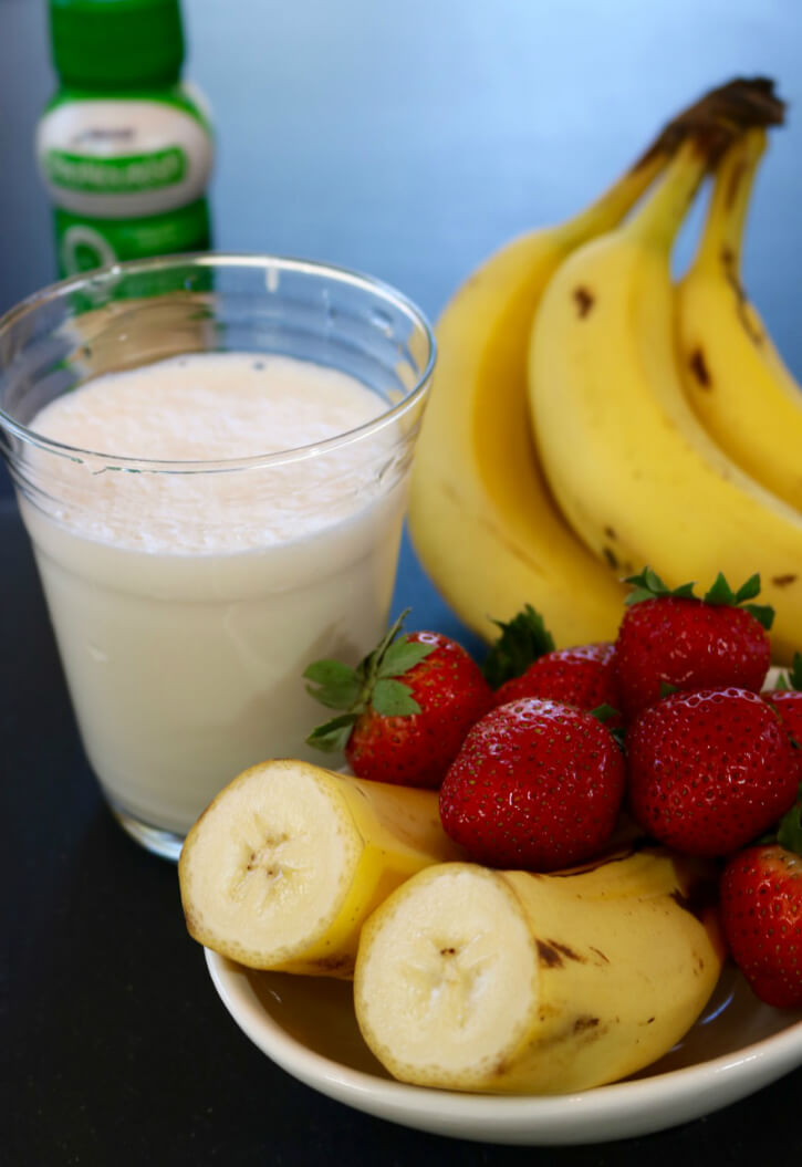 a-quick-snack-lactose-free-pronourishtm-drink-in-strawberry-and-banana-perfect-for-digestive-sensitivities
