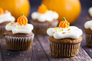 pumpkin-spice-cupcakes-recipe-4