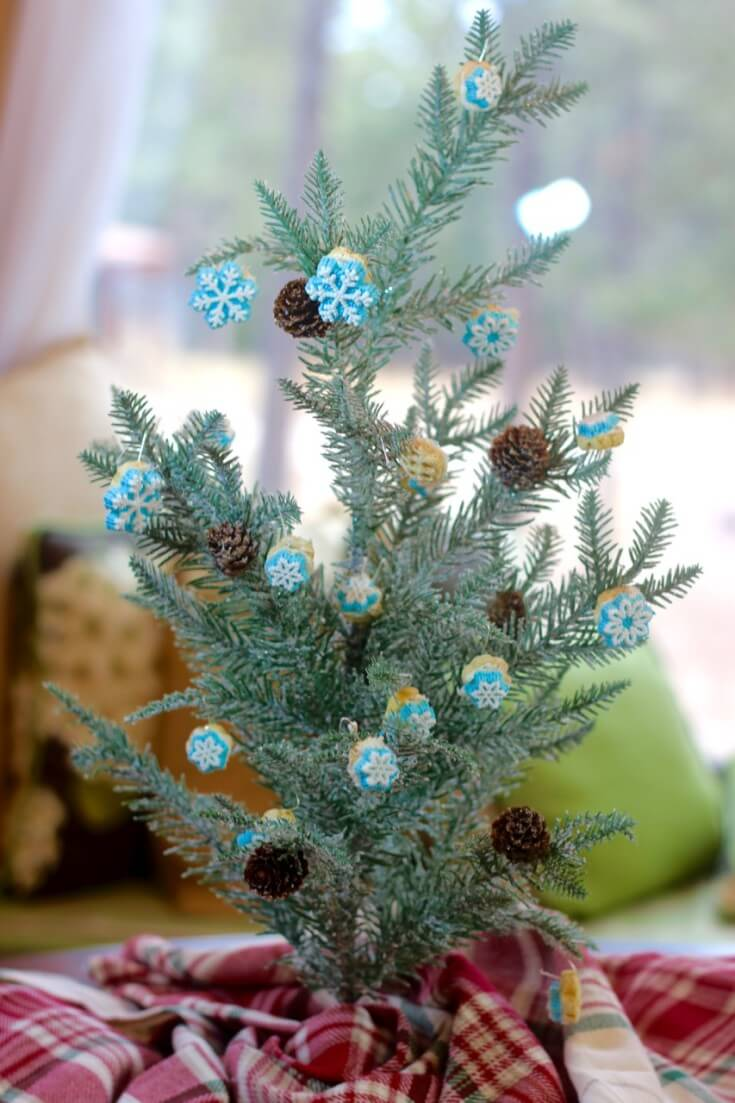 Easy DIY Edible Christmas Ornaments made with Honeycomb® cereal