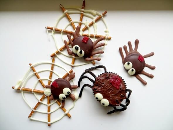 Spider Snacks made of Pretzels and Cupcakes
