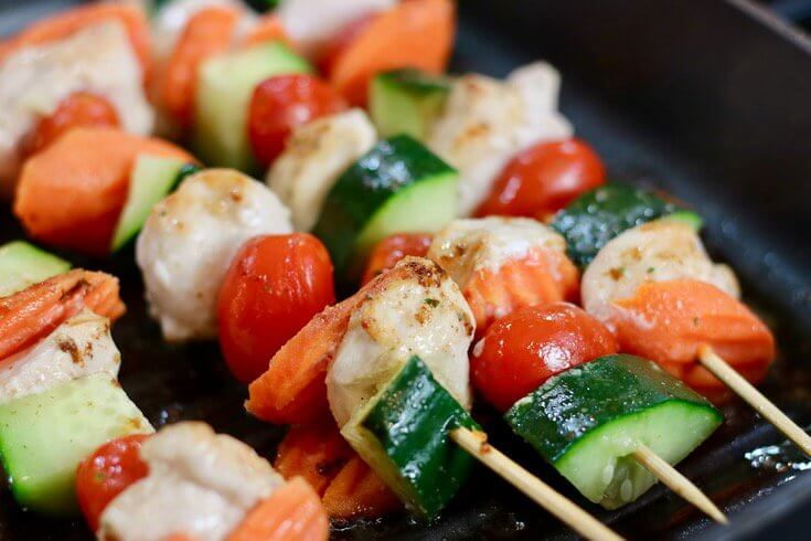Cooks up perfectly in a grill pan - Easy Recipe Kid Friendly Garlic Ranch Chicken Skewers