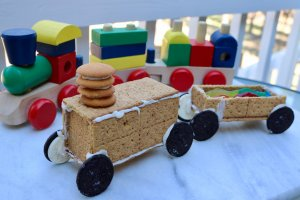 How to Make a Graham Cracker Cookie Train Recipe